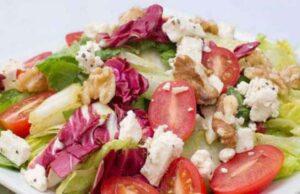 Leafy Salad With Walnuts Recipe