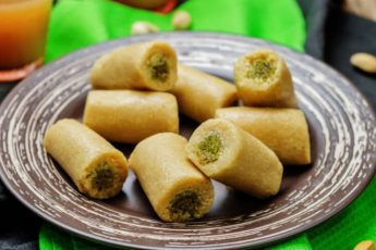Kaju Pista Roll Recipe in Hindi