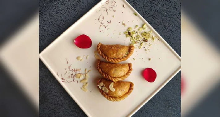 Chocolate Prunes Gujiyas Recipe in Hindi