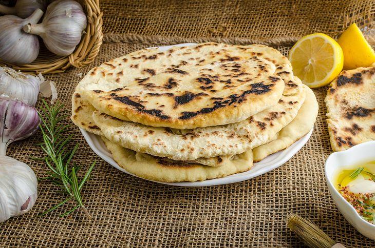 Onion Kulcha Recipe in Hindi - प्याज कुलचा रेसिपी - Veg ...